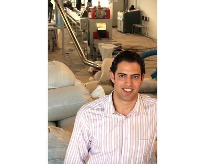 """Ben Othman, uno de los beneficiarios del programa, es el presidente de la Compañía de Manufactura de Plásticos, que produce gránulos de plástico biodegradables: """"Recibí una formación de 3 semanas que me permitió familiarizarme con conceptos básicos de finanzas y administración para desarrollar mi propio proyecto"""""""