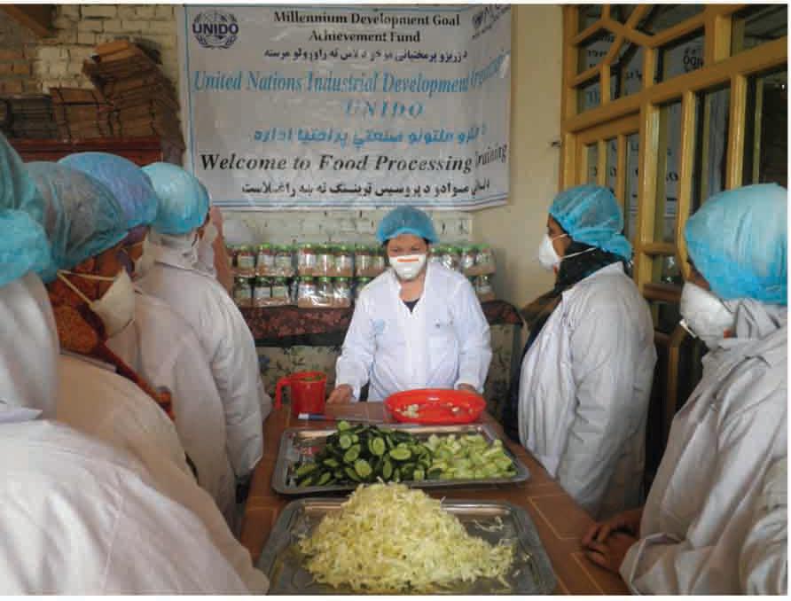 Taller de formación sobre procesamiento de alimentos en una cooperativa de mujeres