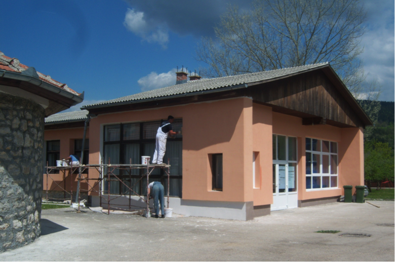 Thermal insulation and new energy-efficient windows being installed at the elementary school in Petrovac-Drinik