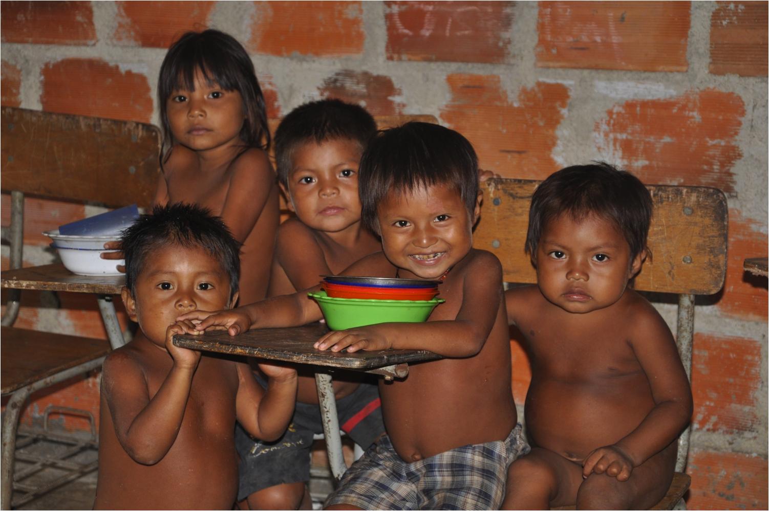 El programa suministró mensualmente paquetes de alimentos a las familias con niños en riesgo de desnutrición