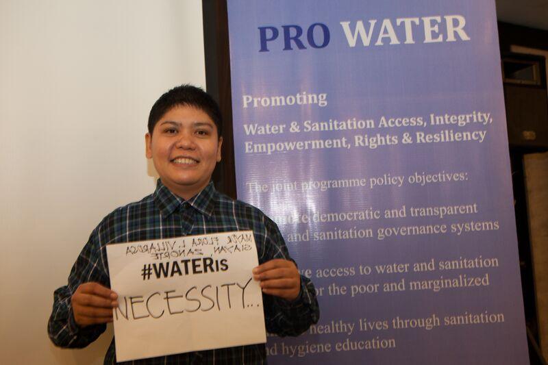 """La alcaldesa de Siayan, Flora L. Villarosa, en el lanzamiento de la campaña """"Pro Water"""", en 2015"""